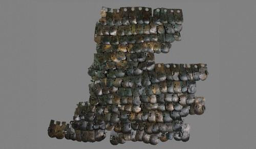 Der Schuppenpanzer war ein wesentlicher Teil der Ausrüstung eines Legionärs. Bei Grabungen im Auxiliarkastell von Carnuntum konnten Fragmente geborgen und zusammengesetzt werden.
