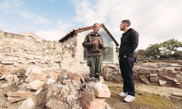 In der Oktoberausgabe von Moes Römer Reisen besucht Moe die Archäologen die direkt in der Römerstadt Carnuntum ihrer Arbeit nachgehen.