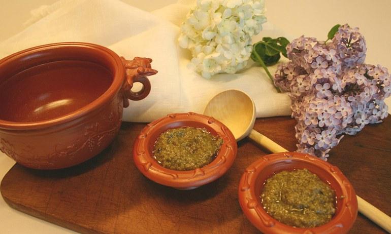 Ihr seid auf der Suche nach einem originellen römischen Rezept, mit dem man auf jeder Party Eindruck schindet? Dann empfehlen wir Epityrum – eine Salsa aus grünen Oliven.