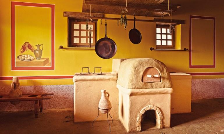 Eine rekonstruierte römische Küche in Carnuntum.