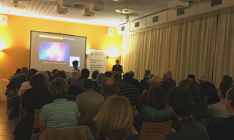 Alljährlich veranstaltet die Gesellschaft der Freunde Carnuntums eine Reihe von Vorträgen, Tagungen, Exkursionen und Reisen zu archäologischen und geschichtlichen Themen.