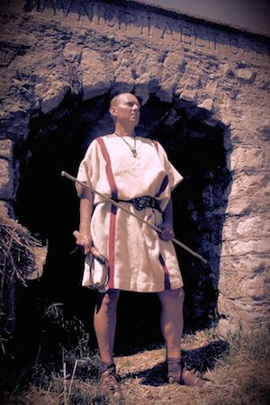"I served with the Legio IX (nona) Hispana in Britannia. Groundlessly denunciated as a deserter, I was sentenced ad ludus and came to the gladiator school in Capua, where I became famous with only 15 Missi (""ties"") after 98 fights.  Honourably discharged I was able to double my wealth with games of dice thanks to Fortuna's help and to found my own gladiator school in the provinces.  I now proudly present to you my gladiators:"