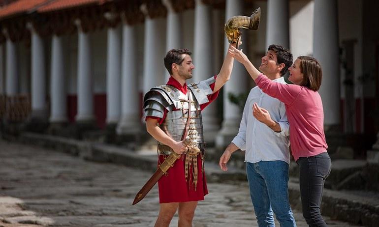 Doprajte kolegom z práce alebo priateľom napínavý teambuilding v Rímskej mestskej štvrti! S informatívnou prehliadkou, prezlečením za Rimanov a a veľa súťažnými stanovištiami.