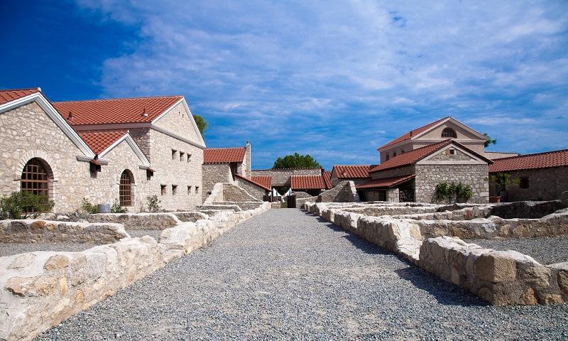"""Hlavným zámerom budúcich stavebných opatrení je poskytnutie autentickej predstavy o zástavbe  antickej mestskej štvrte. """"Mesto Rimanov"""" sa teda dožíva podoby, hodnej svojho mena."""