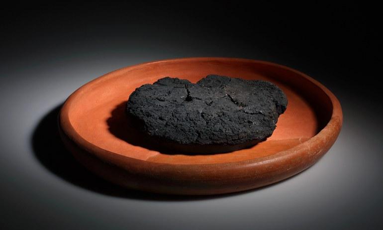Im verkohlten Zustand überstand das Brot die äußeren Natureinwirkungen und konnte erhalten bleiben. So können spannende Kenntnisse über die Esskultur und die Zusammensetzung der Produkte gewonnen werden.