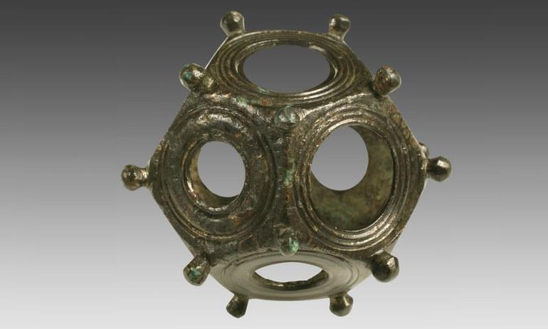 Obwohl knapp 100 Stück (meist Fragmente) aus verschiedenen Orten des Römischen Reichs bekannt sind, ist ihr genauer Verwendungszweck bis heute unbekannt.