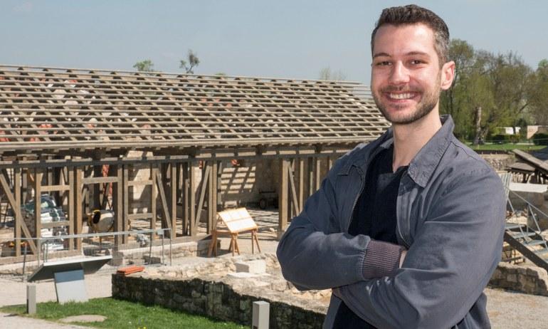 Das römische Stadtviertel wächst weiter! Moe hat die Bauarbeiten bei Haus 1 besucht und dabei selbst Hand angelegt.