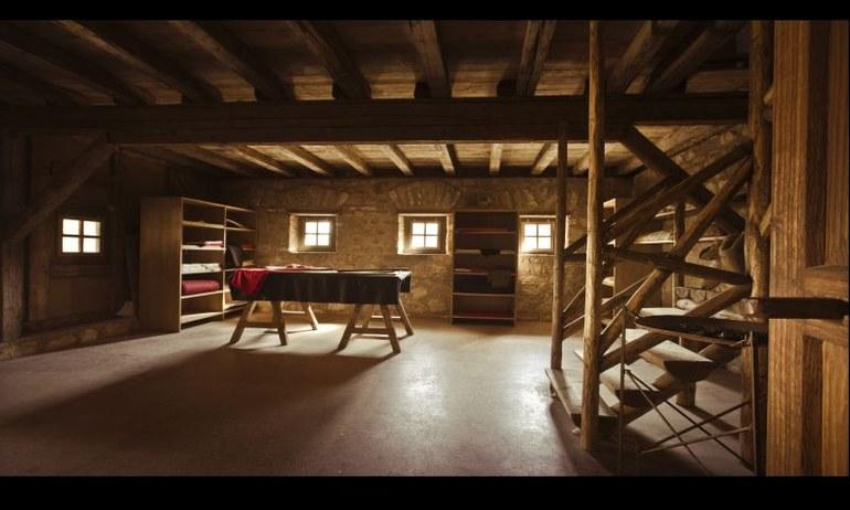 Ein solches Haus war sicherlich nicht für jedermann erschwinglich. Eine Tätigkeit als (Stoff-)Händler konnte sicherlich ein solches Vermögen lukrieren.